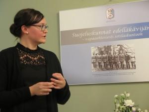 FM Outi Simolan esitelmän aiheena oli lottatytöt ja sotilaspojat.Kuva: Matti Latvala